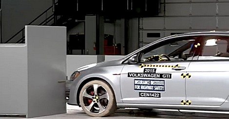 Crashtest in Zeitlupe – Golf GTI