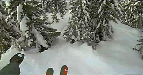 Ski Abfahrt durch Wald