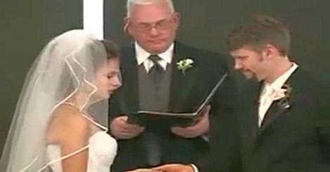 Lachanfall bei der Hochzeit