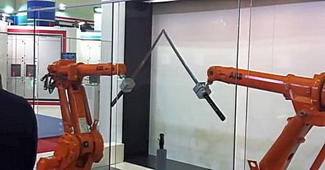 Schwertkampf zwischen Roboterarmen