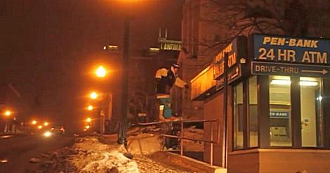 Ski Trick in der Stadt geht schief