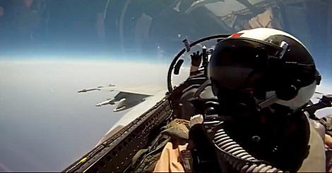 Schokoriegel im Kampfjet