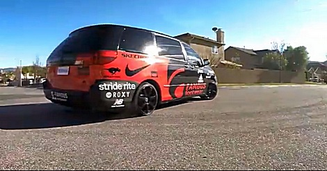 Momkhana – Drift mit Minivan