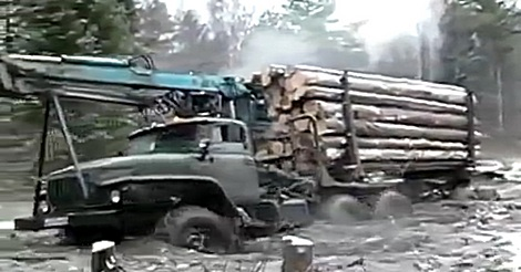 russicher LKW im Gelände