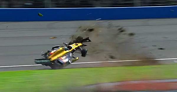 Crash mit 338 km/h bei IndyCar Rennen