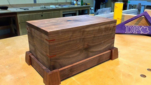 Ein Holzkästchen mit Geheimfach bauen