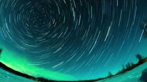Polarlichter & Sterne im Zeitraffer