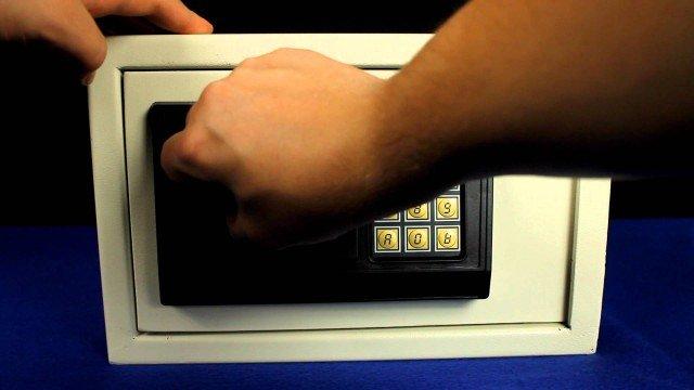 Safe öffnen – ohne Code&Schlüssel