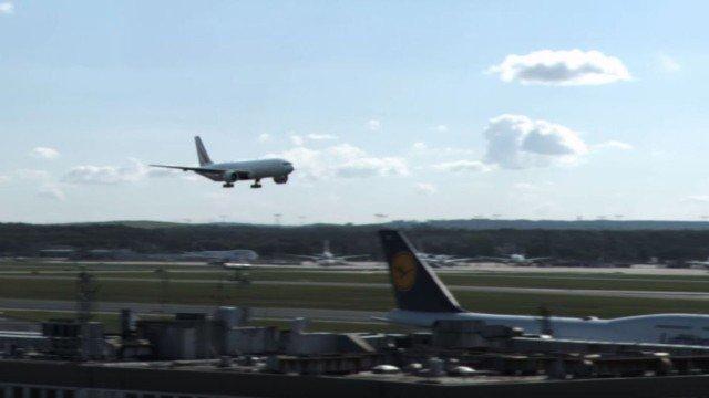 Spektakuläre Landung einer Boeing 777