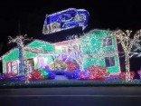 Weihnachtliche Disko Hausbeleuchtung