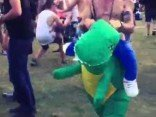 Dinosaurier Kostüm – genialer Partygag