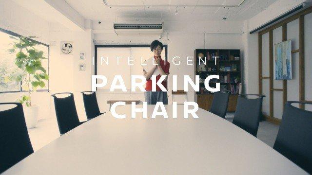 Bürostuhl parkt automatisch ein