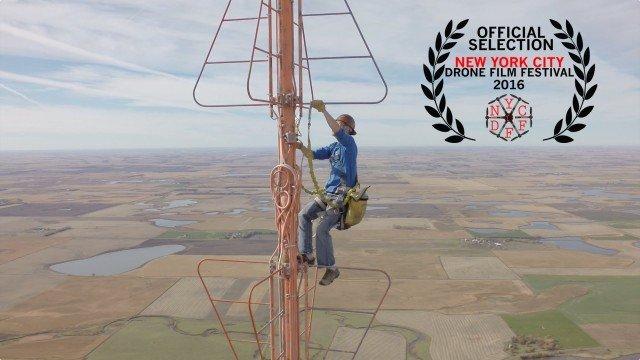 eine Glühlampe auf einem 450m hohen Funkturm wechseln