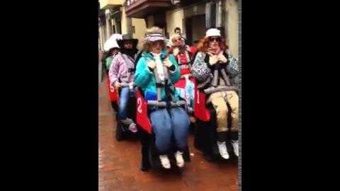 Frauen in der Achterbahn