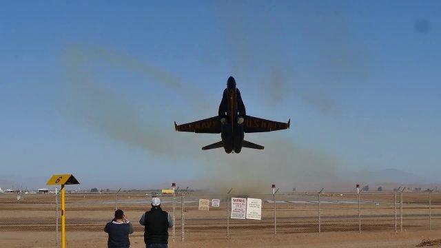 Kampfjet extremer Tiefflug